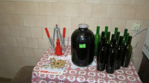 Для переливания вина все готово.