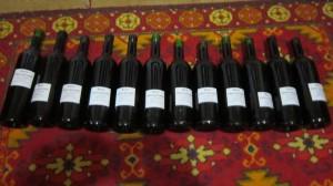 Закупоренные бутылки с этикетками